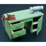 1/35 Workbench with Table Grinder and Vise