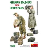 1/35 German Soldiers with Jerry Cans